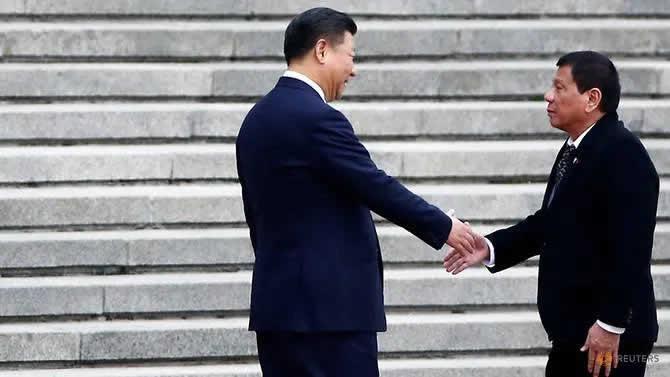 Chinese President Xi Jinping (L) and Philippine President Rodrigo Duterte in Beijing, China